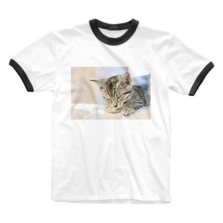 おひるね子猫(マンチカン) Ringer T-shirts