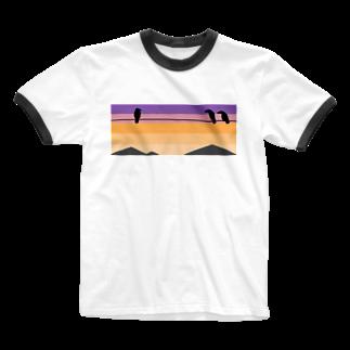 骨犬工房の夕焼けにカラス Ringer T-shirts