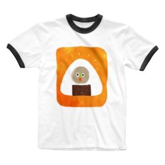 おにぎりの中に住んでいる Ringer T-shirts