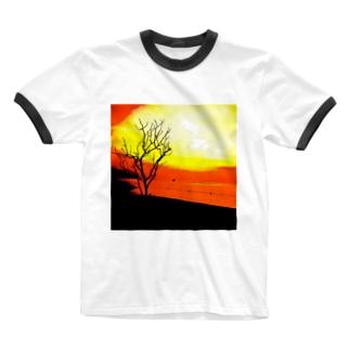 静かな朝が、綺麗に染まる。 Ringer T-shirts