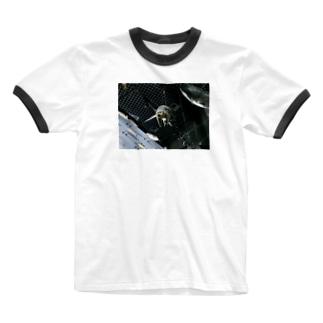 カワウソ顔の友達にあげたい品 Ringer T-shirts