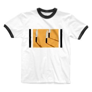 穴あき包丁の影 Ringer T-shirts