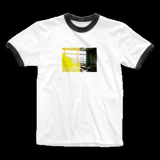 wa_d3300_の卒業式当日の教室 Ringer T-shirts