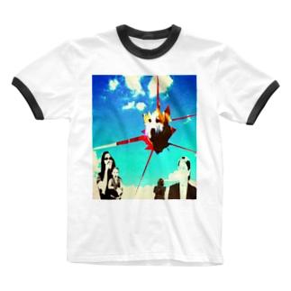 空間が割れてモフモフが現る Ringer T-Shirt