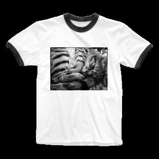 古春一生(Koharu Issey)の微睡みのR(白) Ringer T-shirts