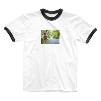 森のサイクリング Ringer T-shirts
