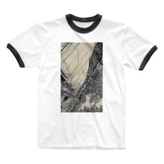 口紅の染みを  し ど ろ も ど ろ  弁解する彼氏  Ringer T-shirts