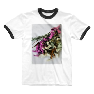 ピンクとホワイトのスターチスの淡い世界 Ringer T-shirts