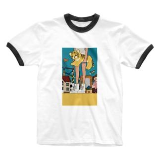 おもちゃに囲まれるひと Ringer T-shirts