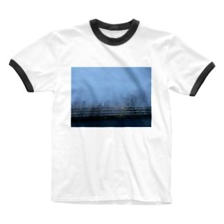 車から撮ったガードレール Ringer T-shirts