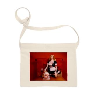 ドール写真:ブロンドのメイドと鏡餅 Doll picture: Blonde maid with Japanese Kagamimochi ( round rice cake decolation ) サコッシュ