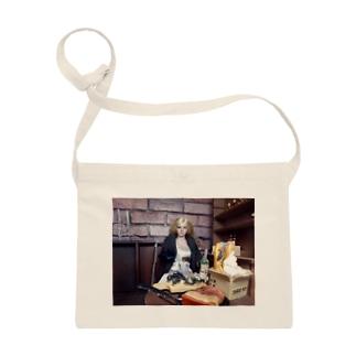 FUCHSGOLDのドール写真:ブロンド美少女の冒険者 Doll picture: Blonde adventurer Sacoches