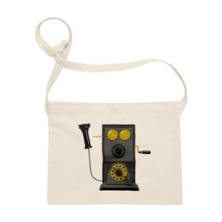 レトロな片耳受話器の片耳受話器の壁掛け電話(デルビル磁石式電話機)のイラスト  黒 受話器外しver Sacoches