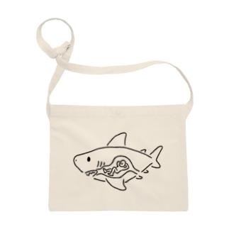 ヒトを食べたサメ Sacoches