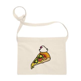 ピザで暖をとる文鳥 Sacoches