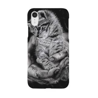 手に包まれし猫様 Smartphone cases