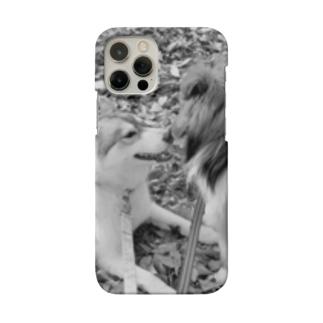 カサカサ落ち葉のメロディ モノトーン Smartphone cases