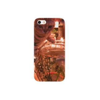金魚を狙う猫 Smartphone cases