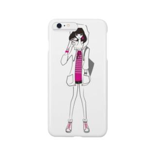 tomokomiyagamiのピラミッドスタッズボーダーTを着た女の子 Smartphone cases