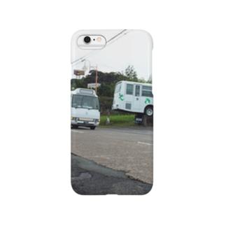 湯之元で休むバスとこけけバスが走る風景 Smartphone cases