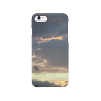 夕暮れの雨雲 Smartphone cases