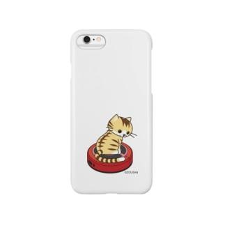 ネコとおそうじロボ(茶トラ白) iPhoneケース Smartphone cases
