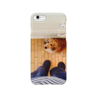 料理を欲しがる犬 Smartphone cases