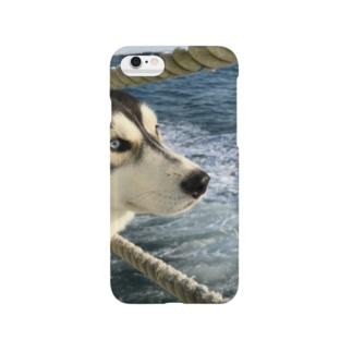 船上のハスキー Smartphone cases