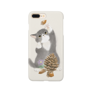 cherunaのどんぐりで遊ぶ子猫のiPhone ケース Smartphone cases