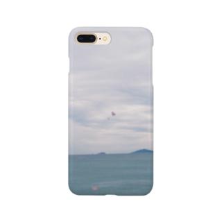 くもりの海でパラシュート Smartphone cases