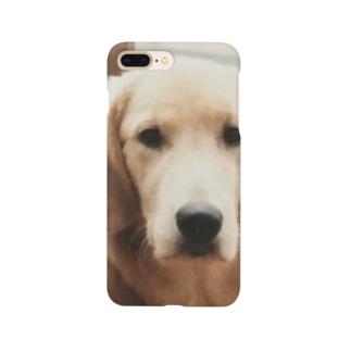 こっちを見てる犬 Smartphone cases