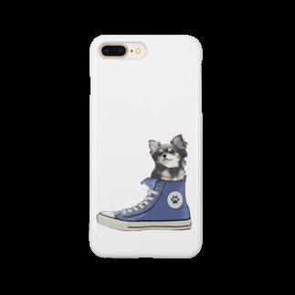 犬グッズの店しえるぶるーのスニーカーにすっぽり入ったチワワ(ブラックタン・青) Smartphone cases