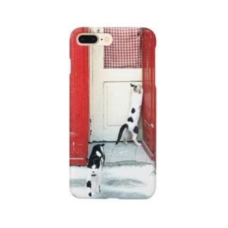 エーゲ海の猫 赤い扉 Smartphone cases