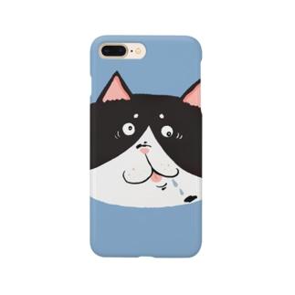 お茶目ブサカワフェイスの白黒ハチワレ猫 Smartphone cases