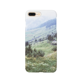 スイス:WABの登山電車が見える山岳風景 Switzerland: WAB train in mountainside Smartphone cases