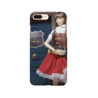 人形写真:冒険者ギルド「銀の船」の前に立つ美少女冒険者 Doll picture: Pretty adventurer at the guild Smartphone cases