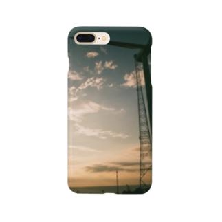 夕暮れの海と風車 Smartphone cases