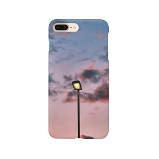 夕暮れ時の街灯 Smartphone cases