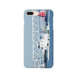 神奈川県:横浜港防波堤灯台とタグボート Kanagawa: Tag boat at Yokohama harbor Smartphone cases