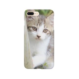 そっと様子をうかがう猫ちゃん Smartphone cases