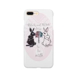 白い兎と黒い兎 Smartphone cases