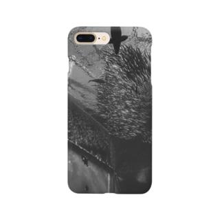 水族館 モノクロ Smartphone cases