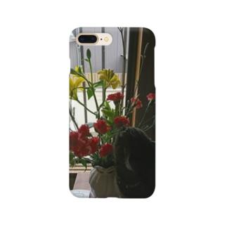 猫がお花を食べる Smartphone cases