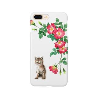 赤いバラとキジトラ子猫 スマートフォンケース