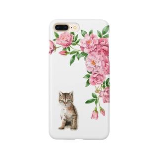 ピンクのバラとキジトラ子猫 スマートフォンケース
