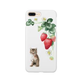 いちごとキジトラ子猫 スマートフォンケース