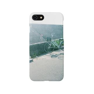 堤防の自転車 Smartphone cases
