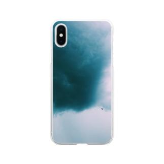 不穏な空にカラス Soft clear smartphone cases