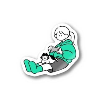 膝の上に猫をのせてゲームをする女の子 Stickers