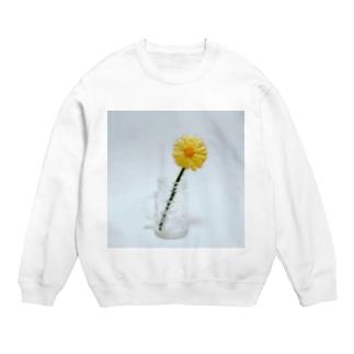 刺繍で作った黄色いお花 Sweats
